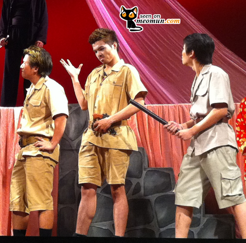 Trịnh Đan Duy Anh trên sân khấu kịch Cô gái ăn cắp - Bỉ Vỏ